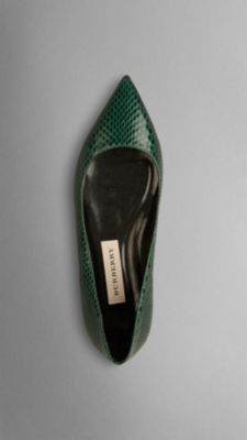 Burberry Green Pointed Toe Flats Work Flats 9c36c147323