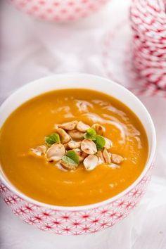Zupa z batatów z masłem orzechowym Ketogenic Recipes, Diet Recipes, Vegan Recipes, Muffins Frosting, Vegan Gains, Eat Happy, Best Soup Recipes, Health Dinner, Cupcakes