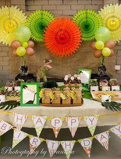 Temática de dinosaurios para fiestas infantiles - mesa dulce colores