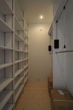 達人おすすめ!ウォークインクローゼット収納術・収納例 間取 棚 窓 アイデア画像集 - NAVER まとめ
