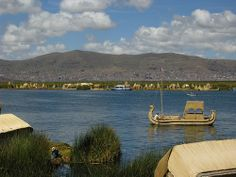 ANS177DSCN5335  >>>>>  Uros island on Titicaca lake in Perou are now a tourist attraction. Everything is made from totora plant.