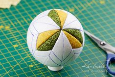 Diy christmas tree ribbon ornament tutorial new Ideas Diy Quilted Christmas Ornaments, Silver Christmas Decorations, Ribbon On Christmas Tree, Fabric Ornaments, Christmas Fabric, Noel Christmas, Diy Christmas Ornaments, Christmas Tree Ornaments, Handmade Ornaments