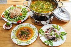 Cá bớplà một trong những loại cá bổ dưỡng bởi chứa nhiều protein Omega 3 và DHA có lợi cho sức khoẻ vì thế thường có mặt trong các bữa ăn gia đình hằng ngày. Ngoài món canh chua cá bóp đã quá quen thuộc vào những dịp cuối tuần bạn có thể thay đổi và chế biến thànhmón lẩu cábóp thơm ngon hấp dẫn cho cả gia đình cùng thưởng thức. Nào cùng xemcách nấu lẩu cá bóp măng chuacủa Mâm Cơm Việtđơn giản đến thế nào nhé!  Chi tiết tạihttp://bit.ly/2uhOszU  Cùng xem cách nấu lẩu cá bóp măng chua của Mâm…