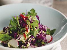 Kohlsalat auf russische Art ist ein Rezept mit frischen Zutaten aus der Kategorie Gemüsesalat. Probieren Sie dieses und weitere Rezepte von EAT SMARTER!