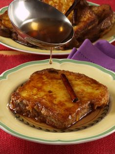 Torrejas Salvadoreñas en Dulce de Panela / Salvadoran Sweet Toast This coming Sundayis the start of Holy Week.In El Salvador thisis a holiday steeped in centuries-old traditions, and is celebrated in every corner of the country. It is also a time to prepare and share with family and friends traditional dishes like Torrejas. This sweet …