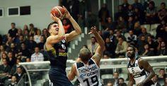 Dev derbi Fenerbahçe'nin - VİDEO Spor Toto Basketbol Süper Ligi'nin 14. hafta karşılaşmasında Beşiktaş Sompo Japan, sahasında Fenerbahçe'yi konuk etti. Karşılaşma 76-79 Fenerbahçe'nin üstünlüğü ile sona erdi. http://feedproxy.google.com/~r/dosyahaber/~3/AG5hdMJzpOI/dev-derbi-fenerbahcenin-video-h10802.html