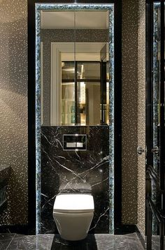 20 Shower Room Lighting Suggestions for every single Layout Design Restroom Design, Bathroom Interior Design, Guest Toilet, Toilet Wall, Modern Style Homes, Bathroom Toilets, Washroom, Toilet Design, Bathroom Inspiration