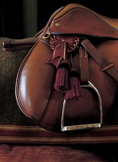 Introducing color that brings the rich heritage of Ralph Lauren to the home. From the auburn brown of a vintage saddle to the lush green reminiscent of a country estate, Thoroughbred expresses an authentic character with sophisticated, timeless beauty.