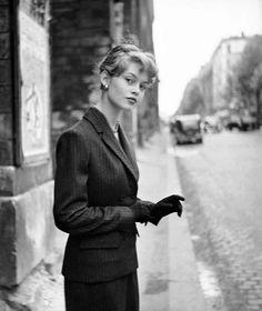 Brigitte Bardot, Paris, 1952. http://25.media.tumblr.com/tumblr_me8j2ybQnm1rhp4nco1_500.jpg no Google
