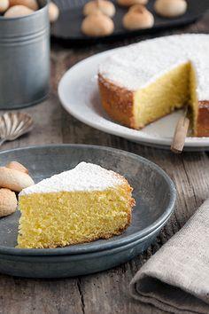 Torta margherita, un dolce soffice e buonissimo: è la torta perfetta da tuffare in una tazza di latte a colazione.