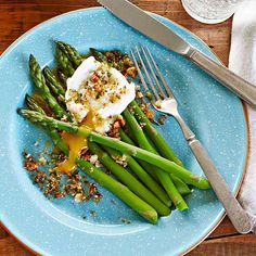 Asparagus with Poached Egg and Breadcrumbs — fresh and zesty!