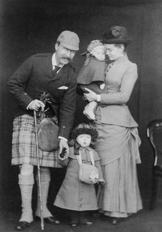 Prince Arthur of Connaught with his wife Princess Louise and their children, Princess Margaret & baby Prince Arthur;