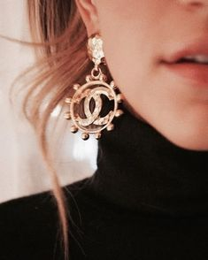 www.fabulousyouparis.com Crystal Jewelry, Gold Jewelry, Jewelry Accessories, Fine Jewelry, Women Jewelry, Luxury Jewelry, Jewlery, Vintage Earrings, Dangle Earrings