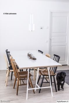 artek,diy pöytä,pinnatuoli,keittiö,ruokapöytä Dining Table In Kitchen, Kitchen Chairs, Dining Room, Ugly Kitchen, Diy Table, Simple House, Minimalist Home, Home Kitchens, Sweet Home