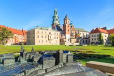 Wawel Castle in Cracow, Poland puzzle in Castles jigsaw puzzles on TheJigsawPuzzles.com. Play full screen, enjoy Puzzle of the Day and thousands more.