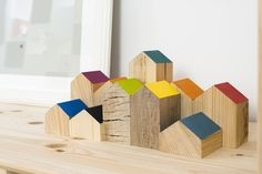 Cât te costă să amenajezi creativ un apartament de 2 camere într o garsonieră de 37 mp Scrap Wood Crafts, Diy Wood Projects, Handmade Wooden Toys, Wooden Diy, Diy For Men, Diy For Kids, Play Wood, Toy House, Toy Rooms