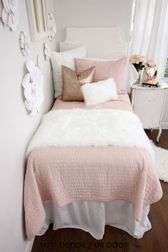 Blush Rose Gold & Fur Dorm Bedding Set Blush and faux fur dorm bedding and dorm room decor. Shop this year's hottest dorm room trends. Pink Dorm Rooms, Cute Dorm Rooms, Dorm Bedding Sets, Bedding Storage, Gray Bedding, Girls Bedding Sets, Bedding Decor, College Dorm Bedding, Dorm Room Designs