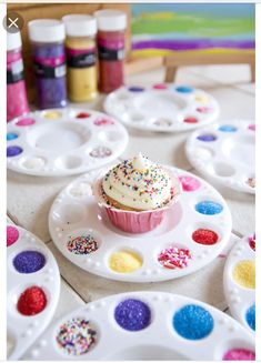 Shopkins Birthday Party - Decorate your own cupcake activity. Fete Shopkins, Shopkins Bday, Kunst Party, Fete Emma, Trolls Birthday Party, Girl Birthday Party Themes, Artist Birthday Party, Birthday Party Snacks, Troll Party