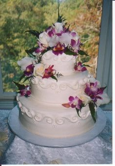 Buttercream Cake With Orchids Elegant buttercream cake with fresh orchids 50th Anniversary Cakes, Cake Central, Cake Decorating Tips, Occasion Cakes, Buttercream Cake, Fancy Cakes, Let Them Eat Cake, Orchids, Cake Recipes