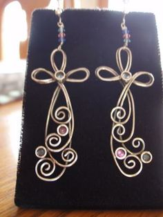 These lovely wire wrapped earrings were made by Artbeads.com reviewer QUEENIE2 using our screw-on clip earrings.
