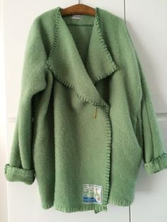 Handmade coat blanketcoat, made of a vintage green blanket, size M L door MORETHANVINTAGENL op Etsy