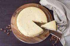 Hallo ihr Lieben! Es war mal wieder an der Zeit! Als großer Käsekuchen-Fan musste mal wieder ein neues Exemplar auf den Tisch! Außerdem bin ich im Moment auf der Suche nach passenden Rezepten für unseren Sweet Table auf der Hochzeit, da ich ihn mit einigen selbstgebackenen Stücken erweitern möchte.. Dieses Mal habe ich einen Cheesecake mit Marzipan von Cynthia Barcomi nachgebacken u ...
