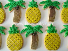 Pineapple and palm tree decorated sugar cookies. Hawaiian Cookies, Pineapple Cookies, Pineapple Cake, Sugar Cookie Royal Icing, Iced Sugar Cookies, Cookie Icing, Tree Cookies, Cut Out Cookies, Pineapple Palm Tree