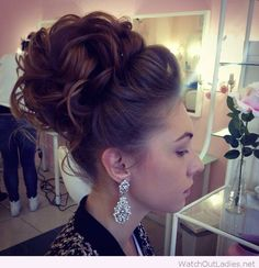 This is traditional elegance and trendy style, love the earrings
