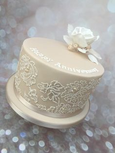 Anniversary cake with brushed embroidery - Cake by V.S Cakes