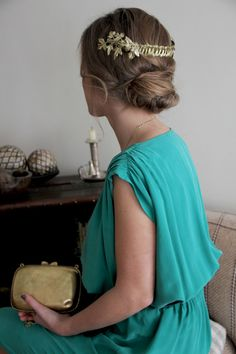 Invitadas a la boda // Wedding guests: Encantadora corona griega de la diseñadora de joyas Suma Cruz http://www.sumacruz.com/ #sumacruz #corona #tocadosdefiesta