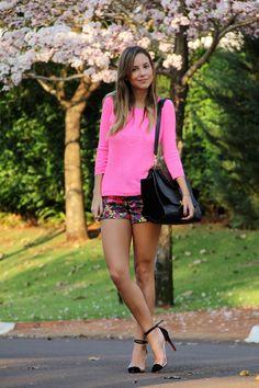 Luisa veste - Shorts: Juicy Couture | Sweater: J. Crew | Scarpin: Louboutin Unbout | Bolsa (Bag): Celine