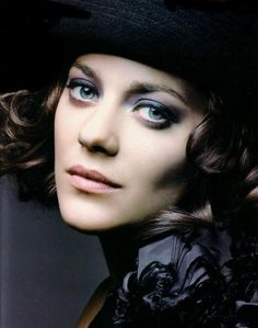 Marion Cotillard, who won the Best Actress Academy Award for her role as Édith Piaf in La vie en rose is the second actress to win an acting Oscar performing in a language other than English (after Sophia Loren in Most Beautiful Women, Beautiful People, Photo Portrait, Woman Portrait, Hollywood, Female Actresses, French Actress, Portraits, Best Actress