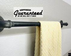 Sostenedor de la toalla para la tubería industrial por Mobeedesigns