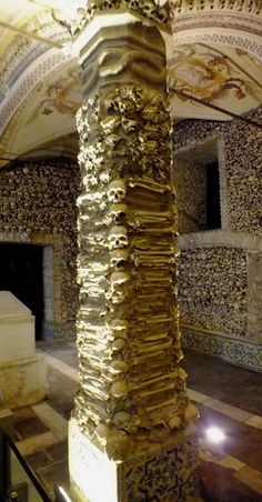 Chapel of Bones - Evora////Alentejo////Portugal Evora Portugal, Cemetery Monuments, Fantasy Rooms, Portuguese Culture, Visit Portugal, How To Speak Spanish, Weird And Wonderful, Wonders Of The World, Places To Go
