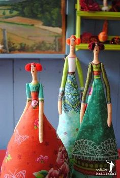 3 poupées (2) pretty needle felted tlda style folk art dolls in bright fabric dresses