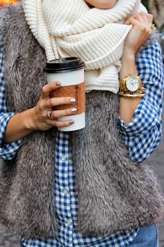 Comfort and Cozy Fall Outfit How to wear that faux fur vest I got for Xmas last year Style Work, Look Street Style, Mode Style, Style Me, Look Fashion, Street Fashion, Fall Fashion, Plaid Fashion, Fashion Vest