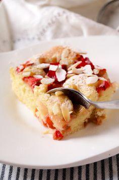 pieczone truskawki: muffinkowe ciasto z owocami