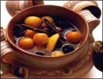 CHRISTMAS HOT FRUIT PUNCH..great for outdoor christmas parties to keep warm.. VERY DELICIOUS!! Ponche de Frutas Navideño :: GuiaDeTacos.com ::