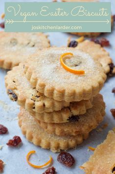 These easy Easter Biscuits are perfect to make with kids & are great alternative to all things chocolate! Crunchy, gently spiced & full of raisins or currants, they're melt in the mouth delicious. Easter Recipes, My Recipes, Baking Recipes, Dessert Recipes, Vegan Biscuits, Buttery Biscuits, Easter Biscuits, Party Food And Drinks, Biscuit Recipe