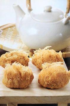 Crispy Chinese Wu Gok Taro Puffs Served in the Morning Dim Sum Asian Snacks, Asian Desserts, Asian Recipes, Chinese Desserts, Taro Recipes, Malaysian Food, Malaysian Dessert, Asian Cooking, Thai Cooking