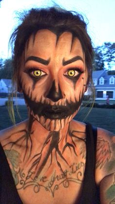 Looking for for inspiration for your Halloween make-up? Browse around this website for creepy Halloween makeup looks. Halloween Makeup Videos, Unique Halloween Makeup, Holiday Makeup, Family Halloween Costumes, Christmas Makeup, Halloween Kostüm, Halloween Cosplay, Halloween Pumpkin Makeup, Halloween Parties