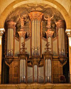 Cathédrale Saint-Apollinaire de Valence, via Flickr.