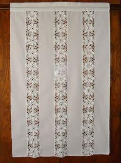 Risultati immagini per cortinas lienzo y crochet Crochet Curtains, Boho Curtains, Crochet Tablecloth, Doily Art, Fillet Crochet, Beading Techniques, Christmas Ornament Sets, Crochet Squares, Vintage Embroidery