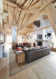 Couchecke unter dem Dach mit viel Holz