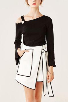 Sexy Black Sloping Shoulder Long Splited Sleeves Sweater