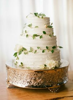 Simple cake design - loving the leafy border.