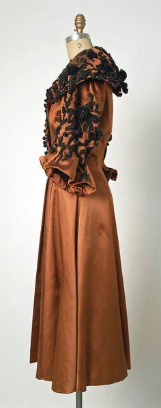 Evening coat Designer: Cristobal Balenciaga (Spanish, 1895–1972) Date: fall/winter 1948–49 Culture: French Medium: silk, wool