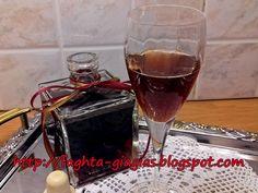 Λικέρ Κεράσι - από «Τα φαγητά της γιαγιάς» Pomegranate Liqueur, Cherry Brandy, Alcoholic Drinks, Cocktails, Red Wine, Homemade, Recipes, Food, Craft Cocktails