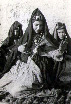 "Africa | ""Danseuses bleues de Goulimine"" Morocco || Vintage postcard; publisher Bernard Rouget.  No 81."