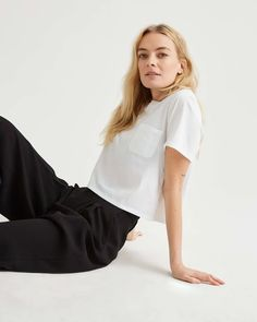 Not all white tees are created equal, though, so we discovered the best white t-shirts for any type of outfit. Oversized White T Shirt, Plain White T Shirt, White Tees, White Tshirt Outfit, Workwear Fashion, Crop Tee, Minimalist Fashion, Clothing Patterns, Spring Outfits